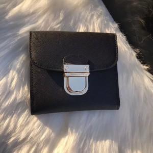 Michael Kors Lock Wallet Black (MK583)